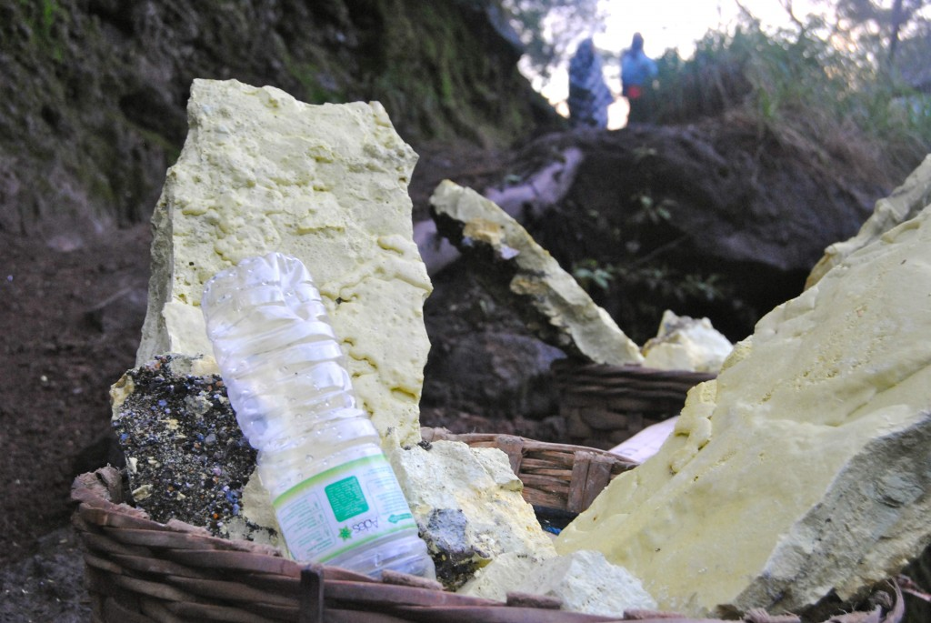 Load of Sulfur, Ijen