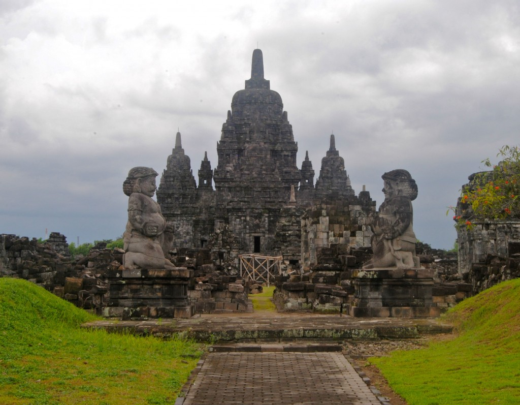Additional temple found on the Prambanan grounds