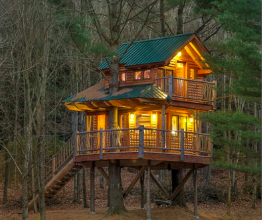 luxury tree house in Vermont