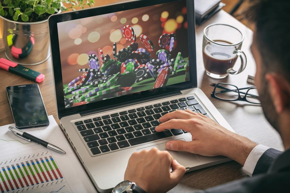 Online Gambling Laws and Regulations: the US Compared With the UK